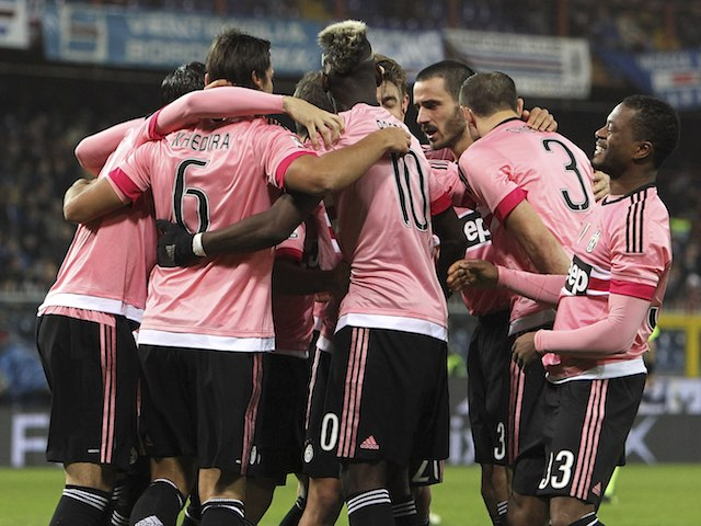 Players huddle to celebrate Sami Khedira's goal during the game between Sampdoria and Juventus on January 10, 2016