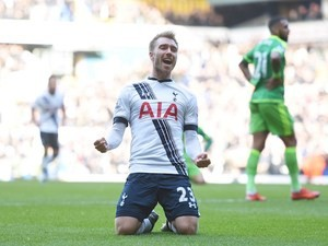 Christian Eriksen celebrates during the game between Spurs and Sunderland on January 16, 2016