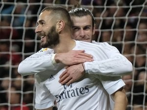 Gareth Bale embraces Karim Benzema during the La Liga game between Real Madrid and Seville on March 20, 2016