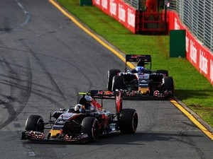 Carlos Sainz ahead of Max Verstappen for Toro Rosso at the Australian Grand Prix at Albert Park on March 20, 2016