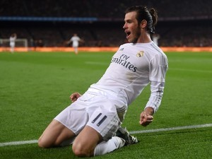 Gareth Bale thinks he's scored during the La Liga match between Barcelona and Real Madrid on April 2, 2016