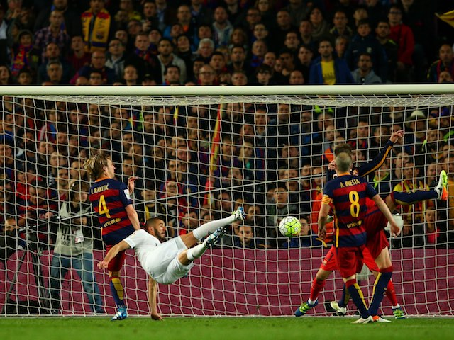 Karim Benzema scores during the La Liga match between Barcelona and Real Madrid on April 2, 2016