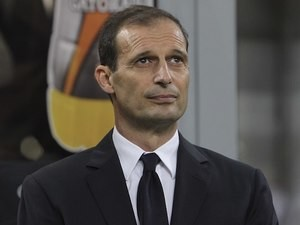 Massimiliano Allegri watches on during the Serie A game between Milan and Juventus on April 9, 2016