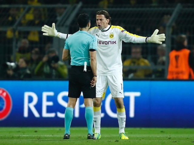 Roman Weidenfeller argues with the ref during the Europa League quarter-final between Borussia Dortmund and Liverpool on April 7, 2016