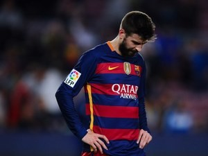 Gerard Pique looks downbeat during the La Liga game between Barcelona and Valencia on April 17, 2016