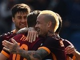 Radja Nainggolan celebrates with teammates after scoring in the Serie A match between Roma and Napoli on April 25, 2016