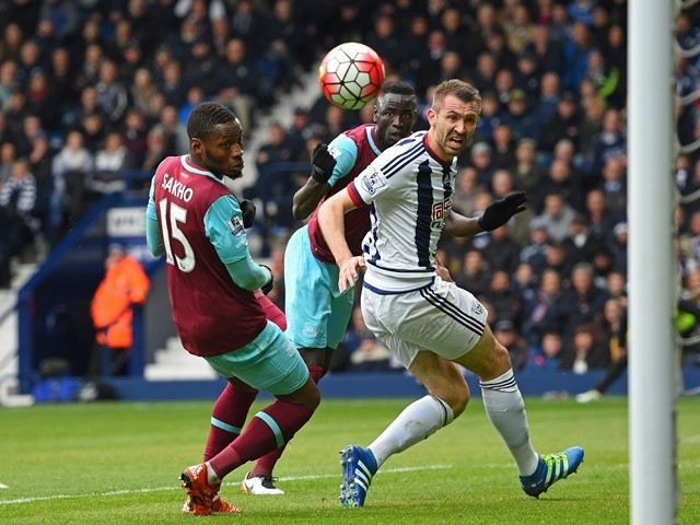 Cheikhou Kouyate scores his side's first goal during the Premier League match between West Bromwich Albion and West Ham United on April 30, 2016