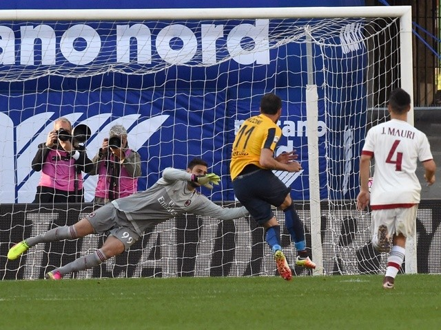 Giampaolo Pazzini of Hellas Verona rolls the ball for penalty during the Serie A match between Hellas Verona FC and AC Milan at Stadio Marc'Antonio Bentegodi on April 25, 2016