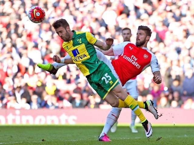 Olivier Giroud gives it to Ivo Pinto during the Premier League game between Arsenal and Norwich City on April 30, 2016
