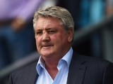 Steve Bruce watches on during the Championship playoff semi-final between Derby County and Hull City on May 14, 2016