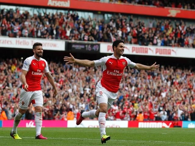 Mikel Arteta celebrates scoring during the Premier League game between Arsenal and Aston Villa on May 15, 2016