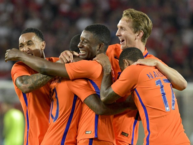 Netherlands' Georginio Wijnaldum (C) celebtrates with a teammates after scoring the 2:0 lead during the EURO 2016 friendly football match Austria vs Netherlands at Ernst Happel stadium in Vienna, on June 4, 2016