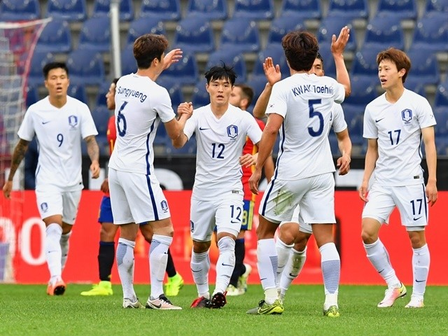 South Korea players celebrate after scoring during the friendly against Spain on June 1, 2016