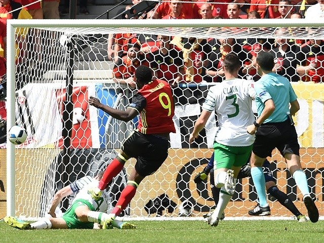 Romelu Lukaku scores during the Euro 2016 Group E match between Belgium and Republic of Ireland on July 18, 2016