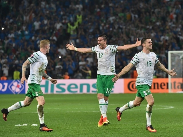 Robbie Brady celebrates scoring during the Euro 2016 Group E match between Italy and Republic of Ireland on June 22, 2016