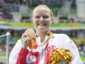 Susannah Rodgers poses with her bronze medal after the women's 50m freestyle S7 event at the Paralympic Games in Rio de Janeiro on September 9, 2016