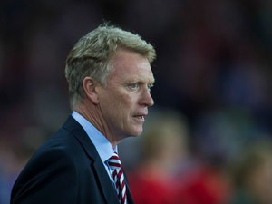 Sunderland manager David Moyes takes to the touchline before the English Premier League match between Sunderland and Everton at the Stadium of Light on September 12, 2016