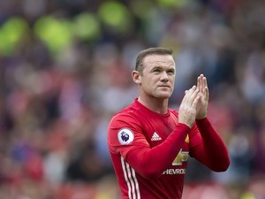 Wayne Rooney applauds Manchester United supporters on September 24, 2016