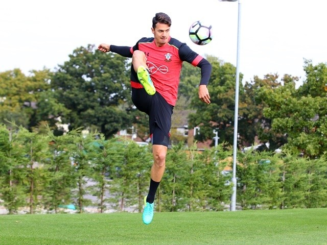 Jose Fonte of Southampton during training on October 14, 2016