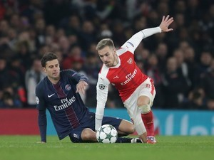 Thiago Motta and Aaron Ramsey in action during the Champions League game between Arsenal and PSG on November 23, 2016