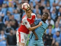 Arsenal's Rob Holding and Manchester City's Kelechi Iheanacho during the FA Cup semi-final on April 23, 2017