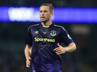 Gylfi Sigurdsson in action during the Premier League game between Manchester City and Everton on August 21, 2017
