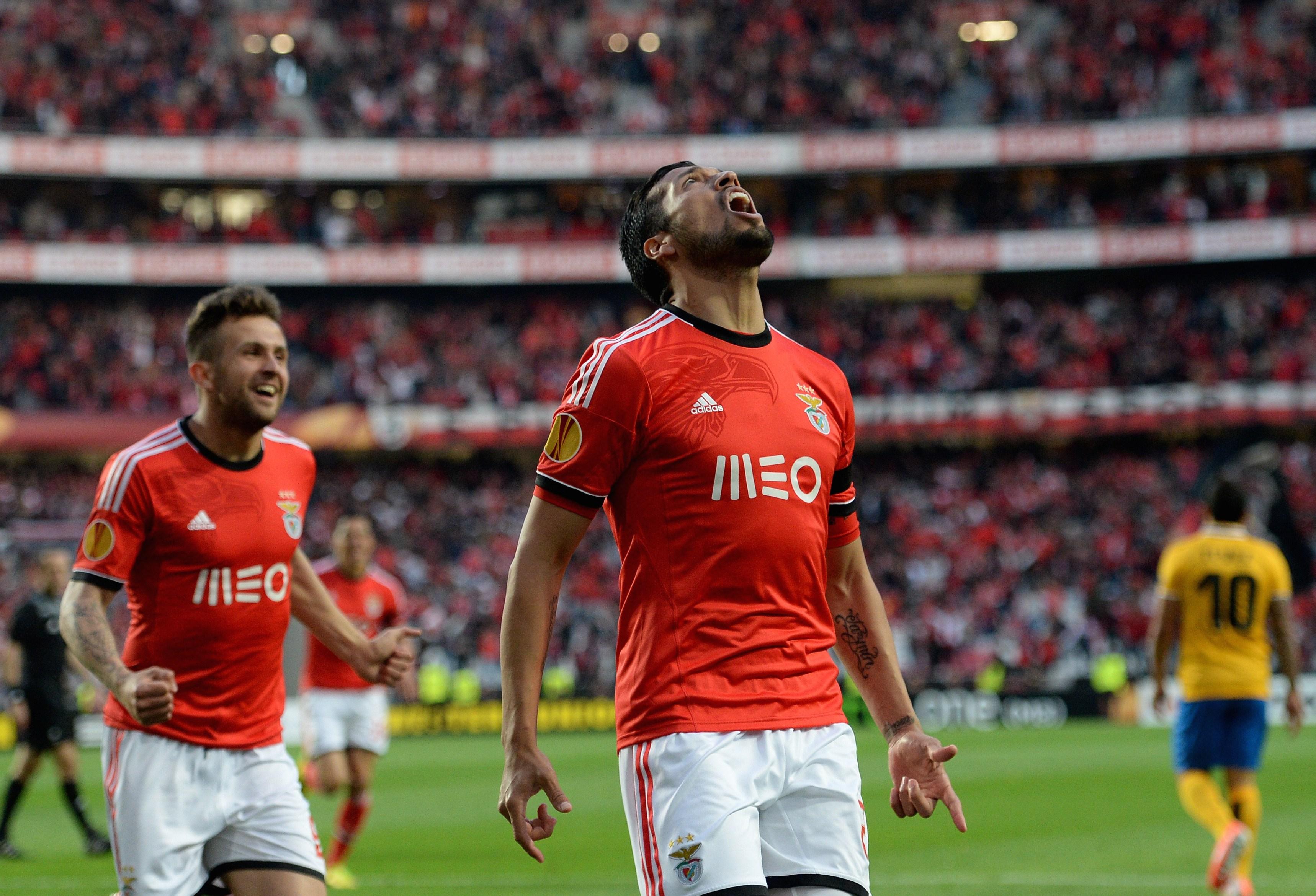 Argentina defender Ezequiel Garay makes switch from Benfica to
